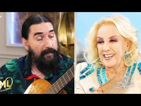 """Hugo Varela cantó """"La corbata rojo punzón"""" a pedido de Mirtha"""
