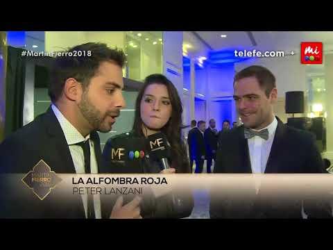 Peter Lanzani en la Alfombra Roja de los Martín Fierro con Grego Rossello y Mica Suárez | 3/6/2018
