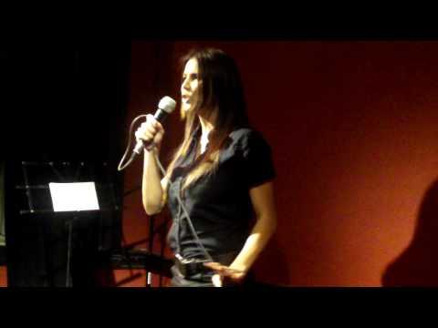 Stand Up Mas Te Vale Bar Ursula Vargues