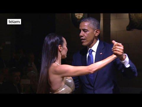 Obama bailó tango en la cena de honor