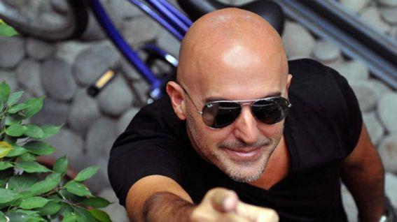 Podes contratar a Guillermo Lopez en World Music BA. Consultá acá