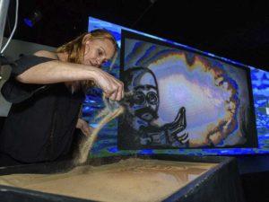 ¿como contratar a marina lopez arte con arena?