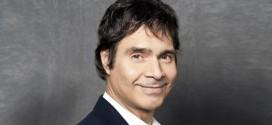 Podes contratar a Claudio Maria Dominguez en World Music BA. Consultá aquí