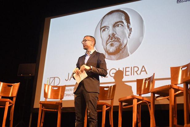 Por la contratación de Javier Regueira completá nuestro formulario de contacto