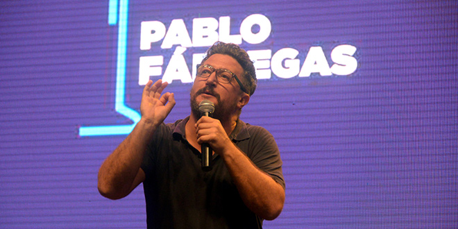 contratar a pablo fabregas, show en vivo, microfono