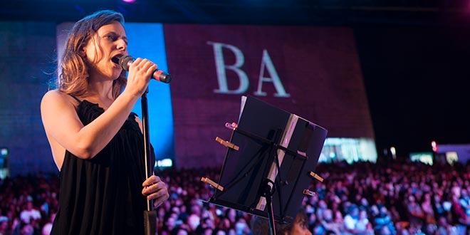 cantante, actriz