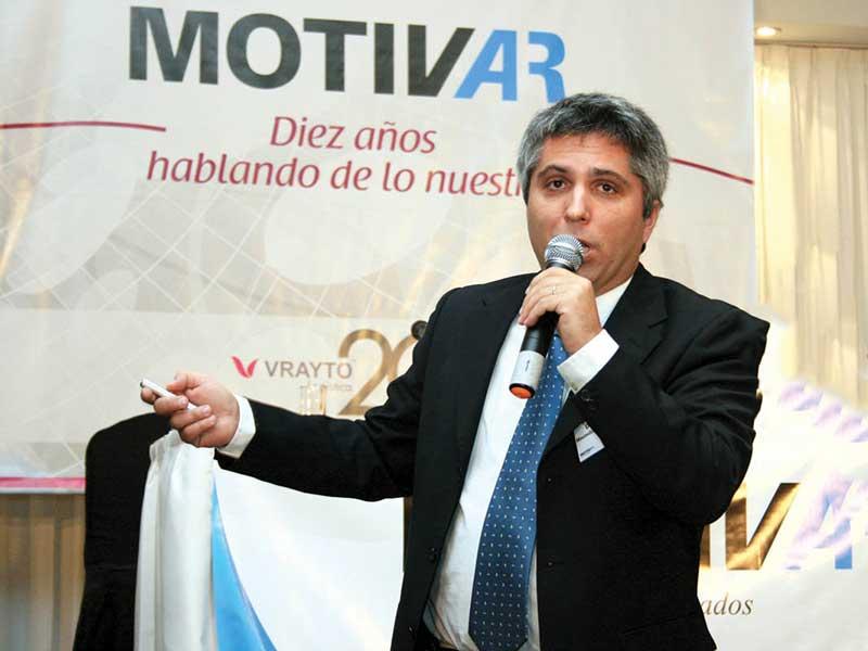 contratar a maximiliano montenegro